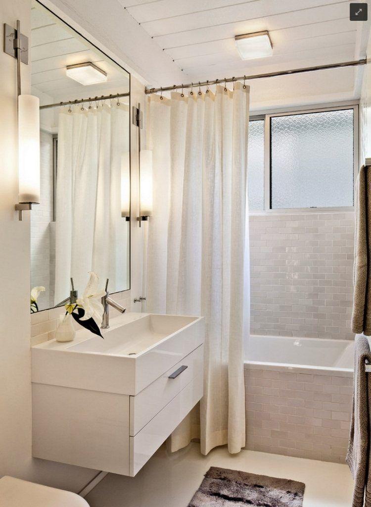 baignoire avec rideau de douche