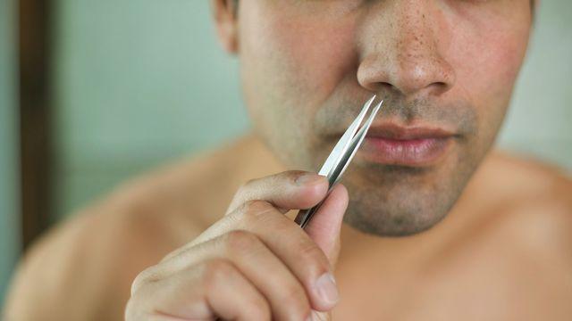 couper les poils de nez